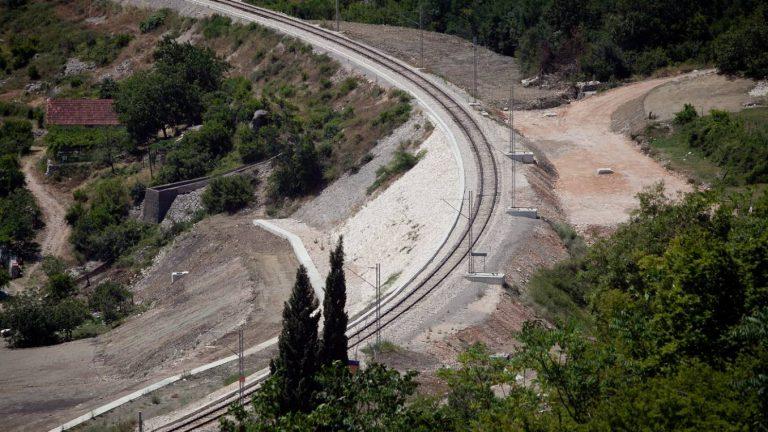 Radovi na sanaciji klizišta duž željezničke pruge Nikšić-Podgorica