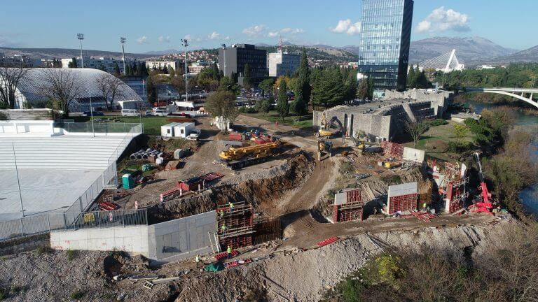 """Works on construction of access roads for """"Bemax Arenu"""""""